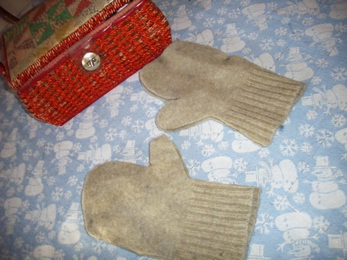 Mittens cut out