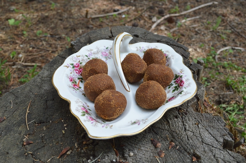 Zoom balls on a decorative plate