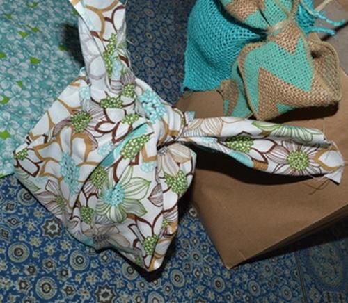 cloth gift wrap 4th step