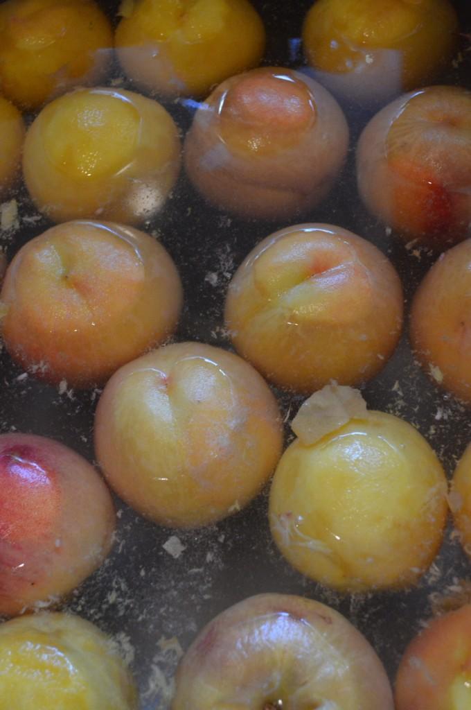 Fresh peaches blanching