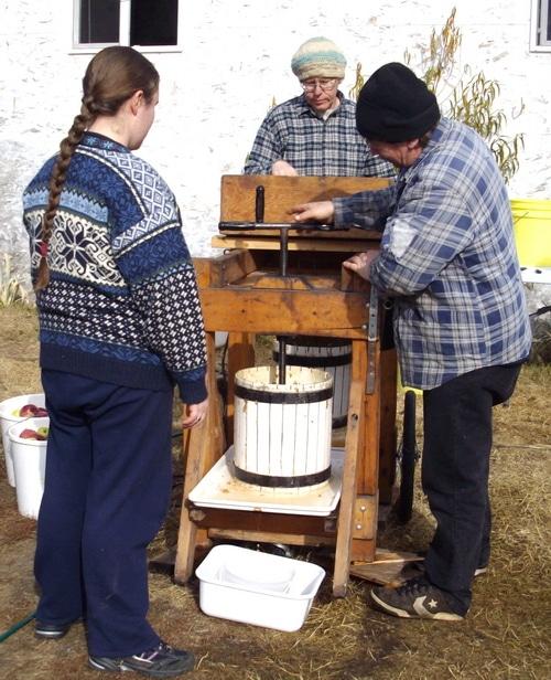 Using the Apple cider press