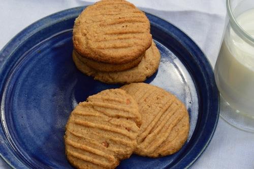 Easy Peanut Butter Cookies -- Joybilee Farm