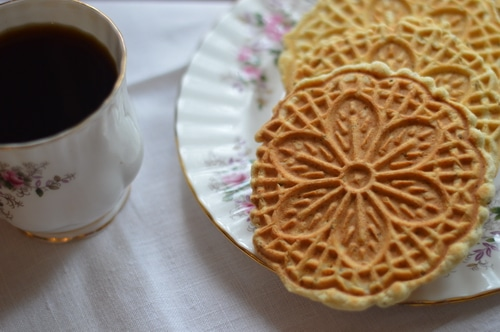 pizzelle cookies and tea