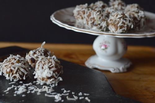 These pumpkin spice energy balls are made without added sweetening. They have just a hint of sweetness to curb your cravings, while satisfying the need for a pick-me-up in the afternoon slump. Make them in just 15 minutes. They taste better if you chill them before eating them.