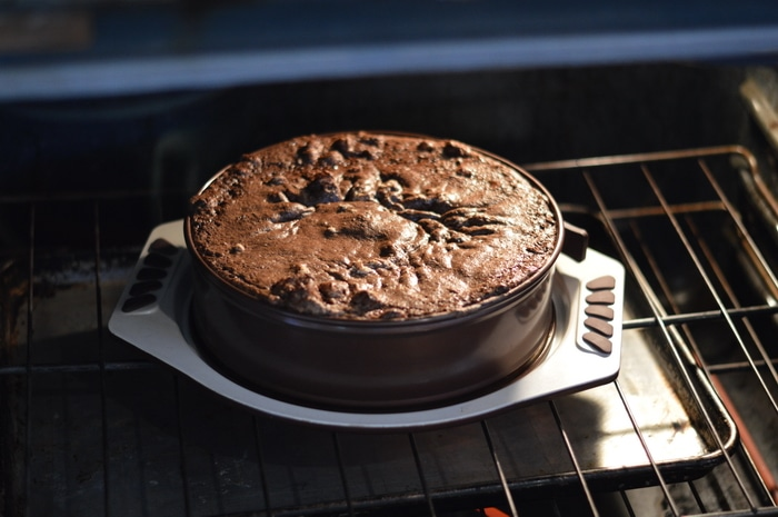 This flourless chocolate cake recipe is made with leftover, cooked, quinoa. It is light and structured with a texture like a normal cake. This is the ideal recipe for Passover celebrations, gluten free desserts, or for those following a grain-free diet. Make it tonight.