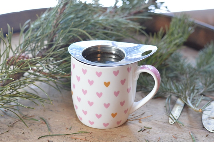 Pine needle tea has significant amounts of vitamin C, vitamin A, and flavoniods that make it a citrus-y flavored tonic drink to forage in winter.