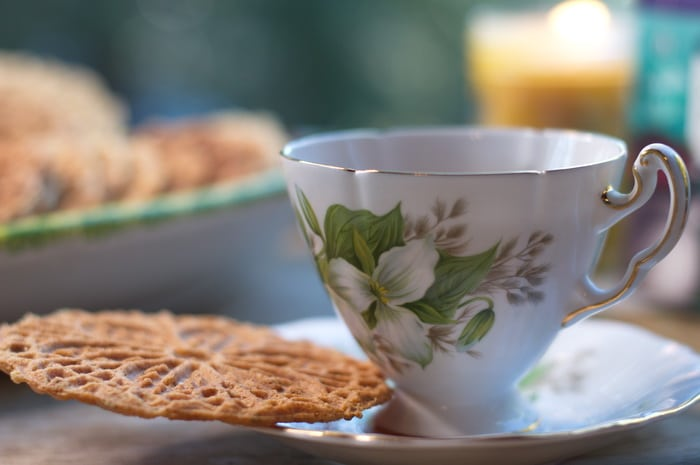 pizzelle cookie and a tea cup